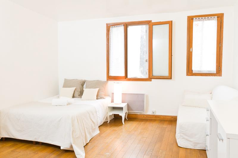 Bed and Living Area - 19. Saint Genevieve–Cosy and Central–Latin Quarter - 5th Arrondissement Panthéon - rentals