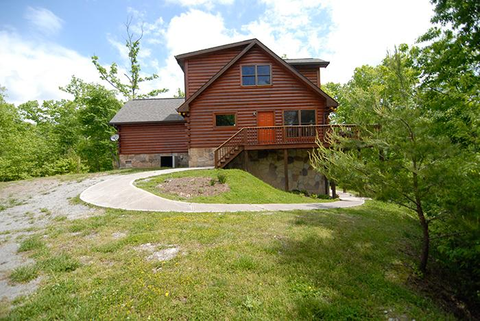 Private 2BR + Loft Log Cabin w/ Large Deck, Hot Tub, & Great Views *Free WiFi* - Image 1 - New Tazewell - rentals