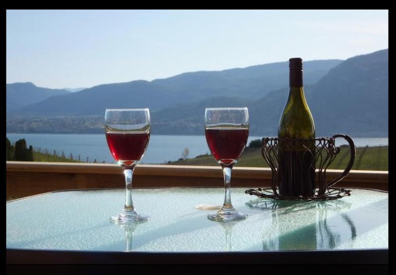 Drink in the view from your private Courtyard Deck at Sormovila. - Sormovila Guest Suite ~ Naramata Benchlands - Penticton - rentals