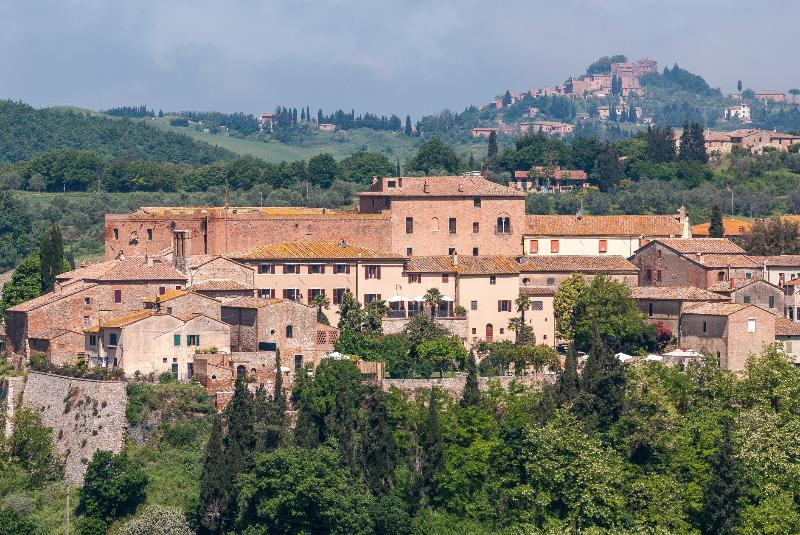 The house and the Hamlet - 8 BDR Luxury Historical Villa in Siena countryside - Siena - rentals