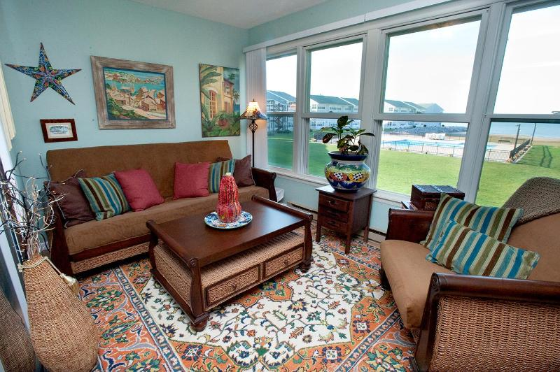 Sun-room doubles as a second bedroom - Erie Lakefront Condo w/ Views/Beach/Pool/Hot Tub - Port Clinton - rentals