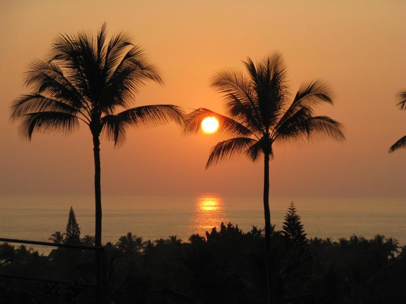 Spectacular Sunset waiting for you each night as you relax on the Lanai - Luxury with Panoramic Ocean Views on Golf Course - Kailua-Kona - rentals
