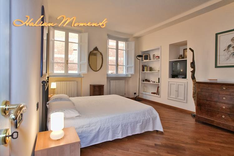 Large master bedroom. - Comfortable Family Apartment in Center of Lucca. - Lucca - rentals