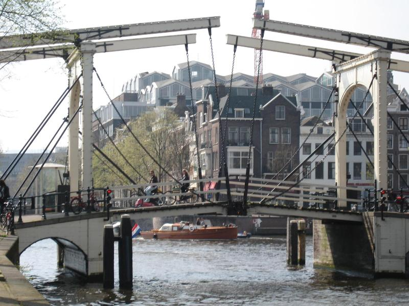Walter Suskind bridge crossing Nieuwe Herengracht canal and bordering Amstel river - Amsterdam Canal Penthouse+ Large Roofterrace+ Lift - Amsterdam - rentals