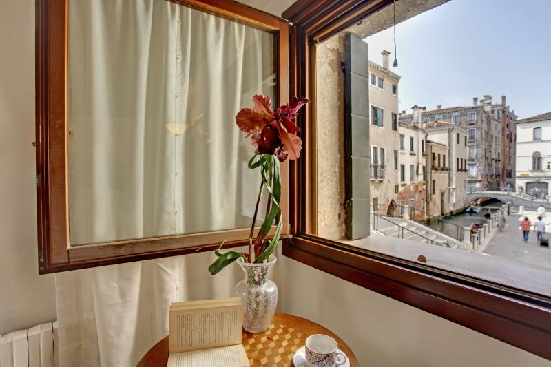 canal view - Lovely apartment Ca' del Rio, 7 minutes to Rialto, 12 minutes to San Marco - Venice - rentals