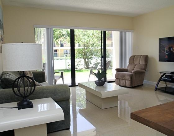 Bright and Open Living Room (Pullout Couch, Walk out to Patio, 52