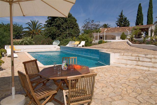 Quality small villa on pleasant residential area - Image 1 - Portimão - rentals