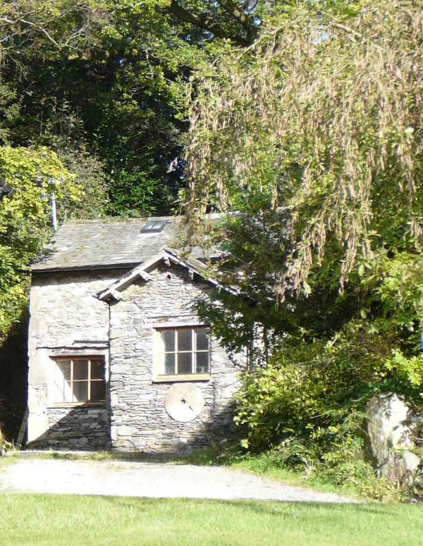 Broughton Bank Cottage from the south - Broughton Bank Cottage in woodland garden, Cartmel - Cartmel - rentals