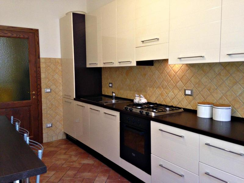 Kichen - Lucca City Centre - 3 Bedroom Apartment - Lucca - rentals