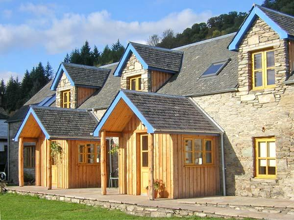 LARCH COTTAGE, pet-friendly cottage near walks, watersports, in Aberfeldy Ref 21598 - Image 1 - Aberfeldy - rentals
