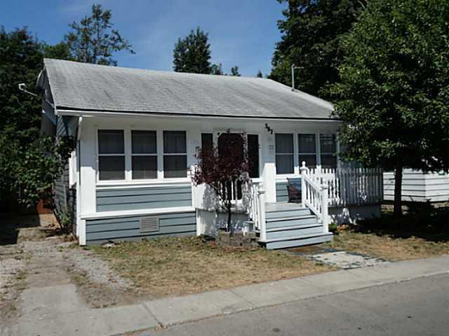 Front view - The Lake Effect Cottage - 397 Maplewood Ave - Crystal Beach - rentals