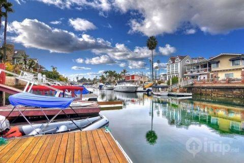 3BR / 3BA Beach House with Private Dock and Spacious Patio (3519254ha) - Image 1 - Newport Beach - rentals