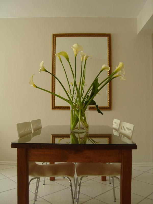 Dining room - 2 Bedroom flat walking distance to Camps Bay beach - Camps Bay - rentals