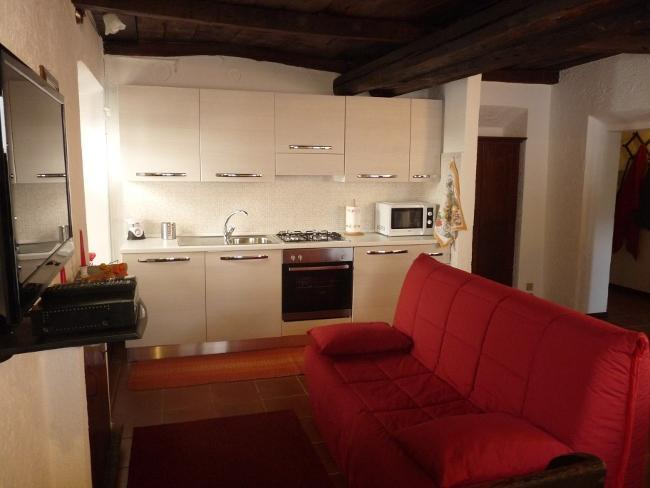 Kitchen/diner/living room. Kitchen with 4 burner hob, microwave, oven, dishwasher, fridge freezer - Charming apartment in Orta San Giulio, Lake Orta - Orta San Giulio - rentals