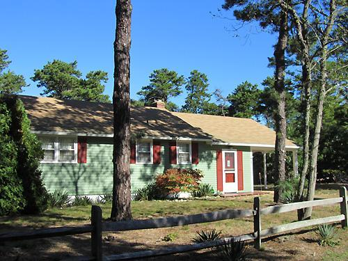 Cute Cottage Under a Mile to Thumpertown Beach (1084) - Image 1 - Eastham - rentals