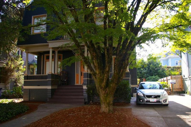 Front view of ArtFulLife House - ArtFulLife - The Non-Hipster Hipster Pad - Portland - rentals