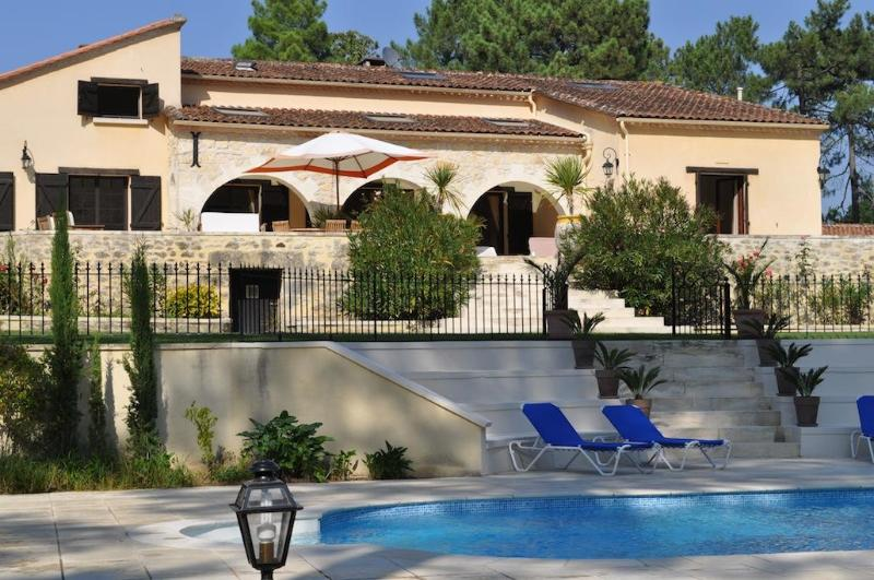 The villa from the pool - A stunning immaculate family friendly French villa - Sauveterre-De-Guyenne - rentals