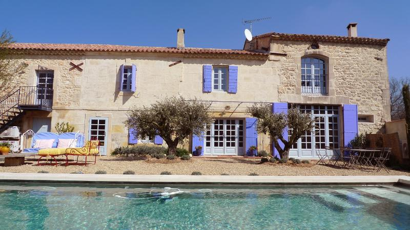 A Year in Provence, Farmhouse, Pool & Village Life - Image 1 - Maussane-les-Alpilles - rentals