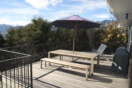 Large treetop balcony - Waitoa Holiday House - Lake Hawea - rentals