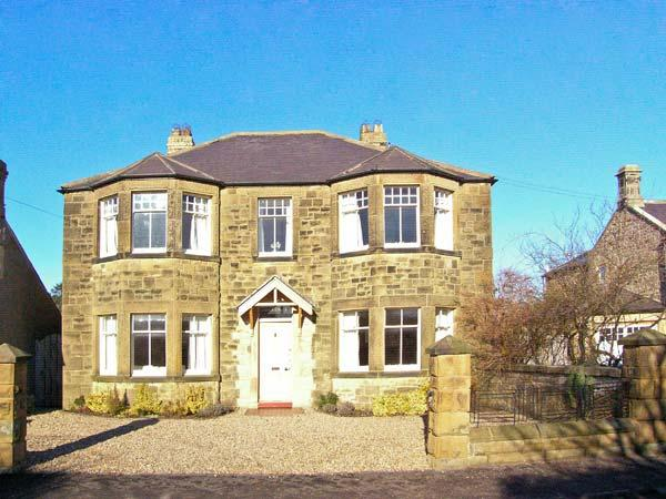 GREYCROFT, spacious family house, close pub, near coast, in Christon Bank Ref 21807 - Image 1 - Embleton - rentals
