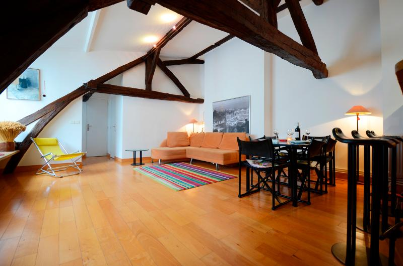 **CENTRAL, SPACIOUS LOFT FOR 4 - NEXT TO LOUVRE** - Image 1 - 1st Arrondissement Louvre - rentals