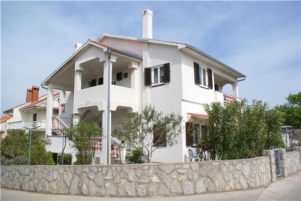 Apartment for 4 persons near the beach in Krk - Image 1 - Krk - rentals