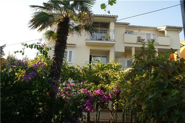 Attractive apartment for 6 persons near the beach in Krk - Image 1 - Krk - rentals
