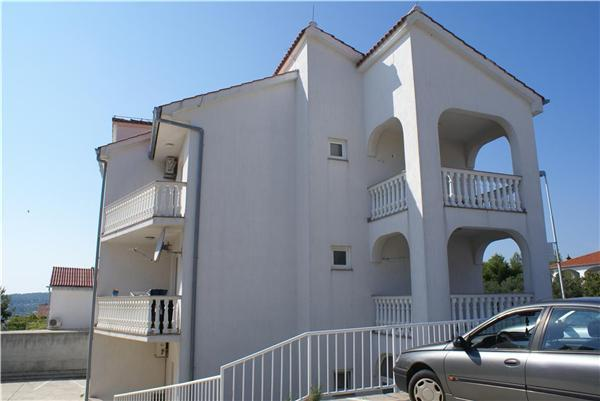 Apartment for 3 persons near the beach in Krk - Image 1 - Krk - rentals