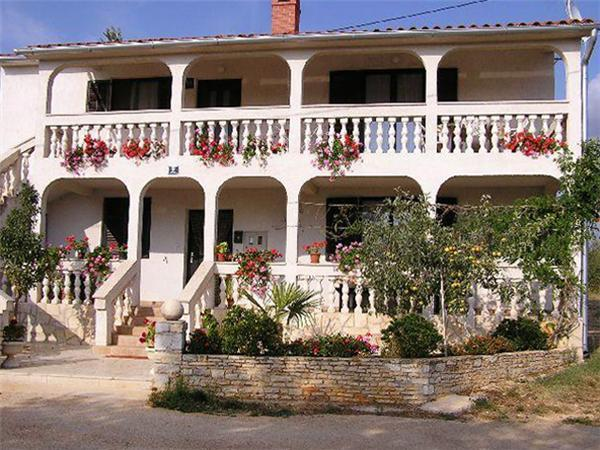Holiday house for 6 persons in Porec - Image 1 - Sveti Lovrec - rentals
