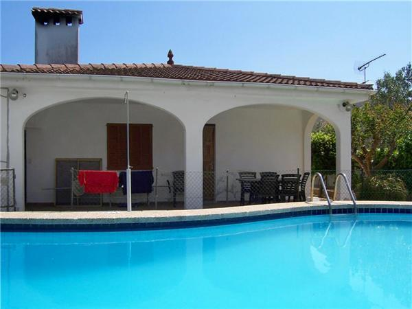 Attractive holiday house for 6 persons, with swimming pool , in Playa de Muro - Image 1 - Alcudia - rentals