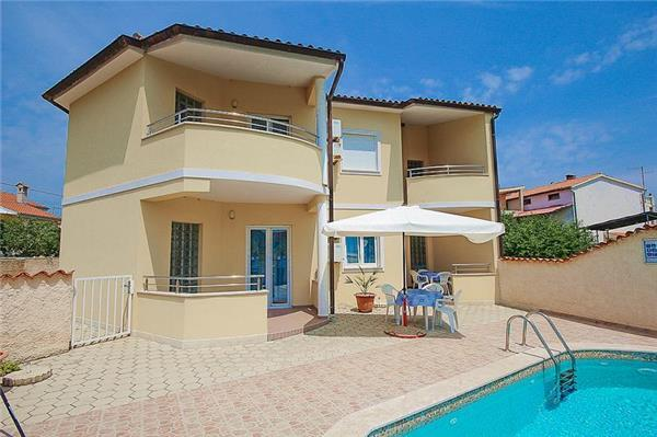 Apartment for 4 persons, with swimming pool , in Medulin - Image 1 - Medulin - rentals