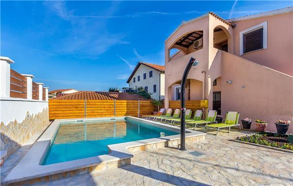 Apartment for 6 persons, with swimming pool , in Liznjan - Image 1 - Liznjan - rentals