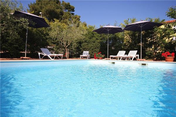 Attractive apartment for 4 persons, with swimming pool , in Medulin - Image 1 - Medulin - rentals