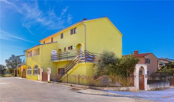 Apartment for 5 persons in Peroj - Image 1 - Peroj - rentals