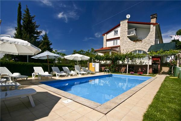 Apartment for 3 persons, with swimming pool , in Medulin - Image 1 - Medulin - rentals