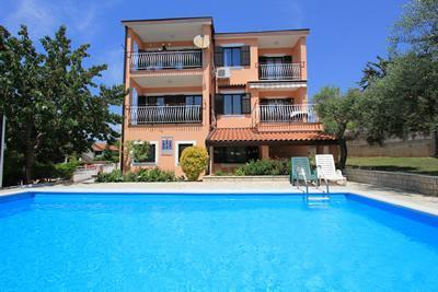 Attractive apartment for 8 persons, with swimming pool , in Pula - Image 1 - Pula - rentals