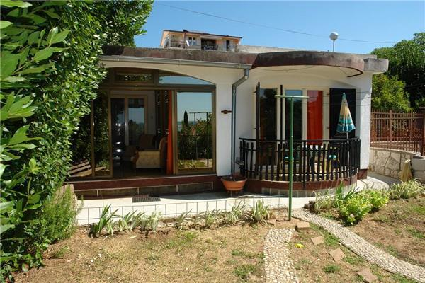 Attractive apartment for 7 persons near the beach in Crikvenica - Image 1 - Dramalj - rentals