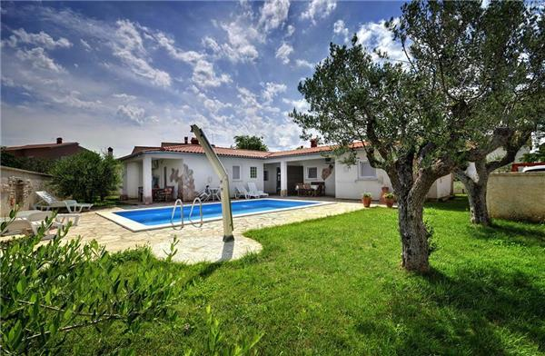 Attractive apartment for 3 persons, with swimming pool , in Pula - Image 1 - Pula - rentals