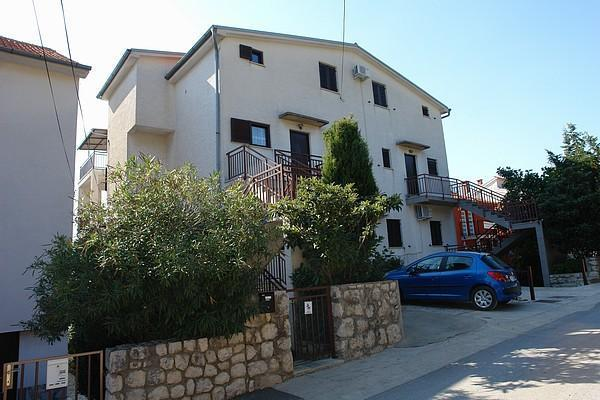 Apartment for 11 persons near the beach in Crikvenica - Image 1 - Dramalj - rentals