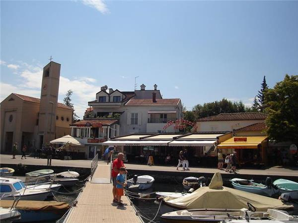Attractive holiday house for 12 persons near the beach in Krk - Image 1 - Malinska - rentals
