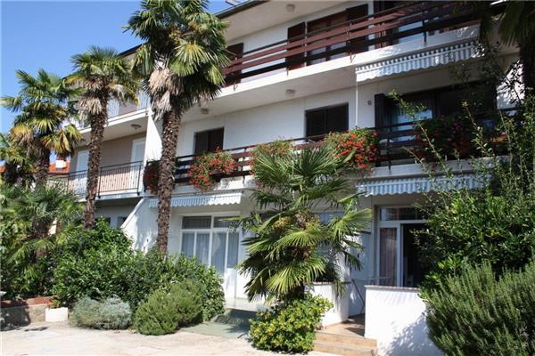 Apartment for 9 persons near the beach in Krk - Image 1 - Malinska - rentals