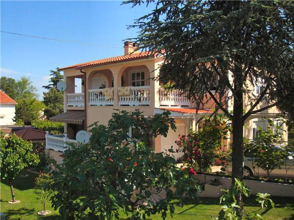 Attractive apartment for 9 persons near the beach in Krk - Image 1 - Malinska - rentals