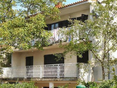 Attractive apartment for 7 persons in Krk - Image 1 - Malinska - rentals