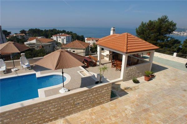Apartment for 3 persons, with swimming pool , near the beach in Split - Image 1 - Podstrana - rentals
