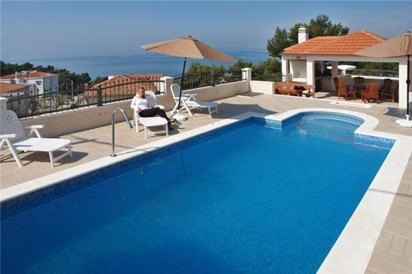 Apartment for 5 persons, with swimming pool , near the beach in Split - Image 1 - Podstrana - rentals