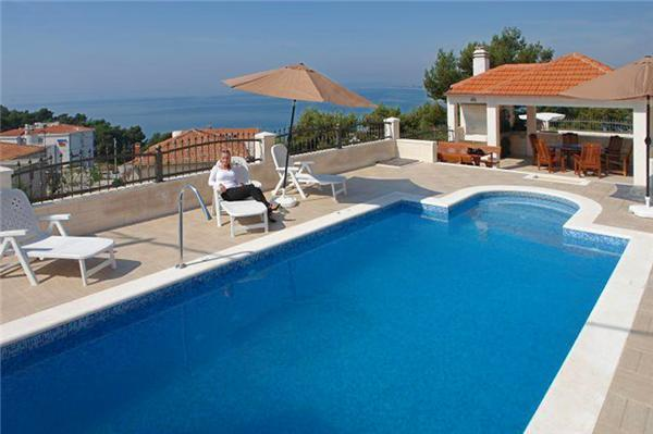 Attractive holiday house for 4 persons, with swimming pool , near the beach in Split - Image 1 - Podstrana - rentals