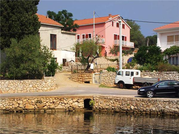 Attractive apartment for 5 persons near the beach in Pag - Image 1 - Lun - rentals
