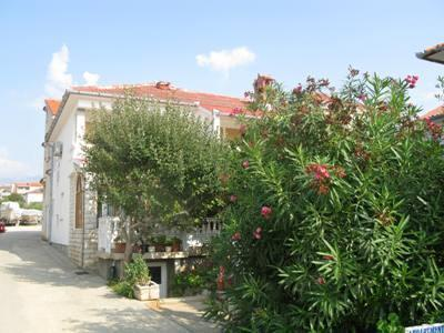 Apartment for 6 persons near the beach in Rab - Image 1 - Barbat - rentals