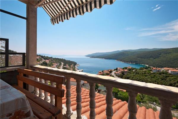 Attractive apartment for 7 persons near the beach in Rabac - Image 1 - Rabac - rentals