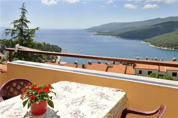 Attractive apartment for 7 persons in Rabac - Image 1 - Rabac - rentals